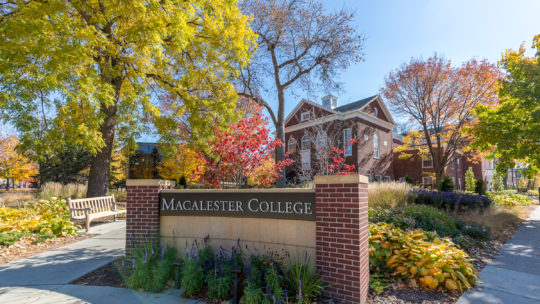The Macalester sign on Grand and Macalester street in the fall.
