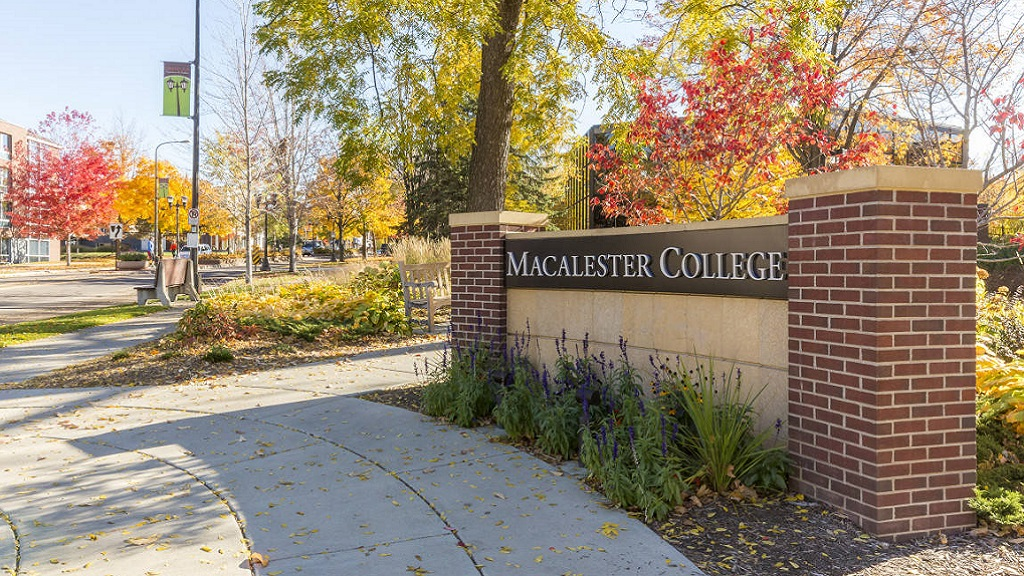 Photo of the Macalester College campus